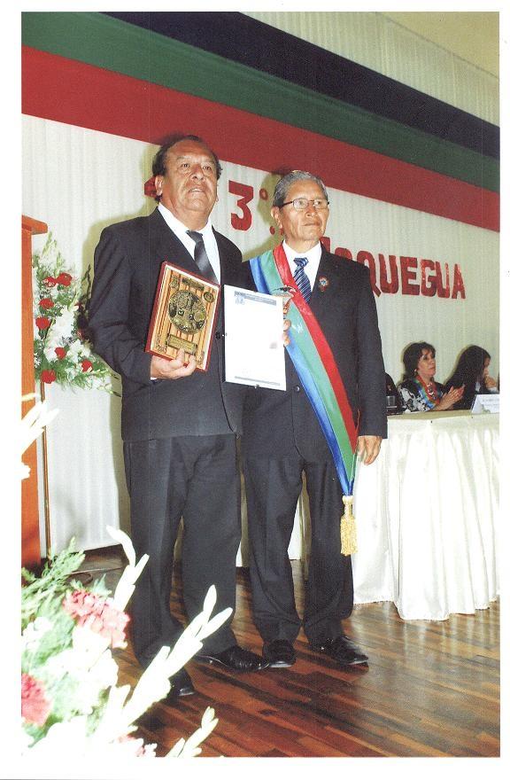 RECONOCIMIENTO A FIDEL ALCÁNTARA LÉVANO POR SU LABOR LITERARIA EN MOQUEGUA