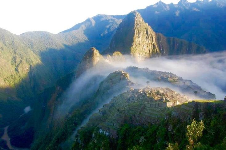 Machu Picchu de madrugada