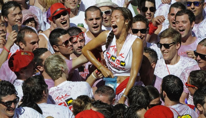 Participants celebrate during the 'Chupinazo' marking the start of the San Fermin Festival on July 6, 2013 in front of the Town Hall of Pamplona, northern Spain. A red-and-white ocean of revellers erupted in cheers to launch Spain's annual San Fermin bull-running festival today but only after a 19-minute delay caused by a giant Basque flag that blocked the starting rocket. AFP PHOTO/ RAFA RIVAS